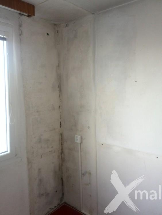 Kuchyň před malířskými pracemi