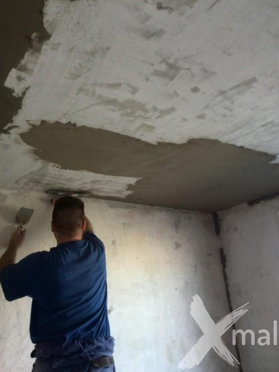 Štukování stropu panelového bytu