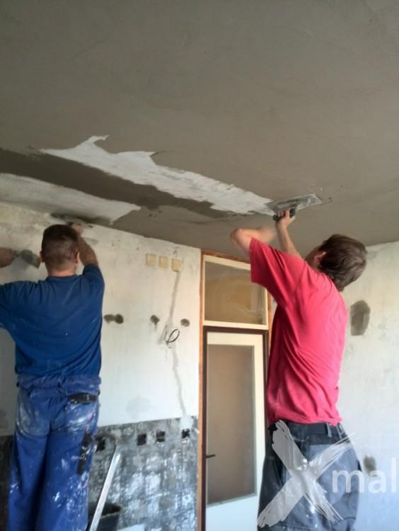 Štukování stropu v kuchyni