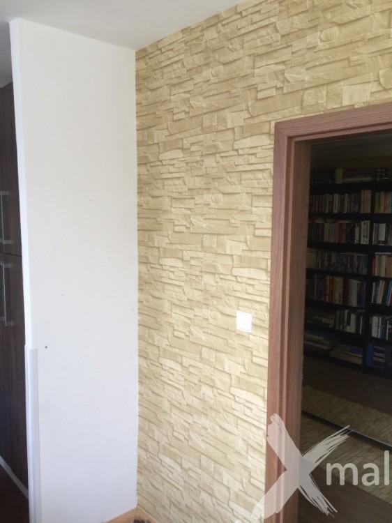 Lepení vliesové tapety kolem dveří