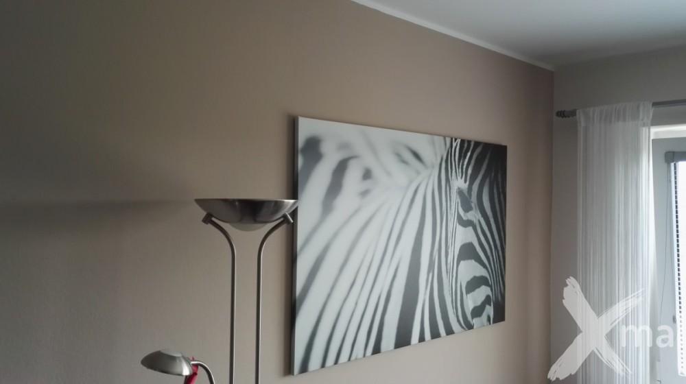 malování ložnice s tapetami