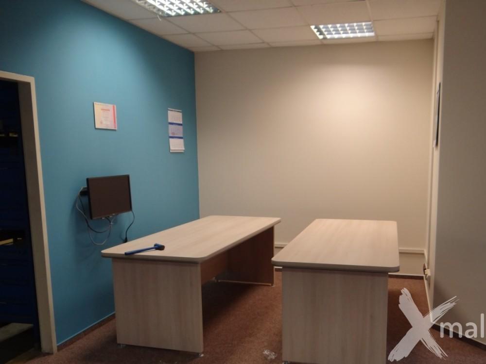 kanceláře v kombinaci modrá-béžová