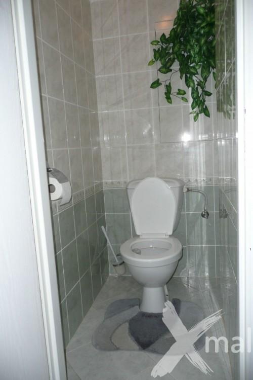 Záchod bytu před rekonstrukcí