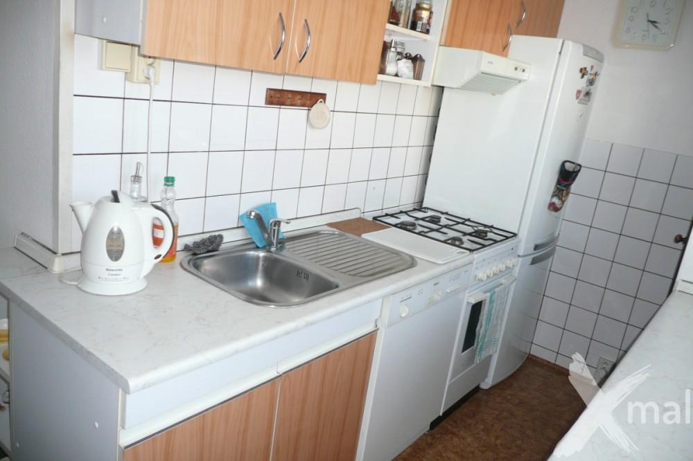 Kuchyně panelového bytu před rekonstrukcí