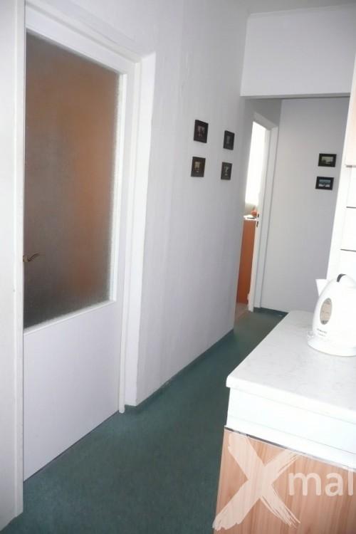 Chodba panelového bytu před rekonstrukcí č.1