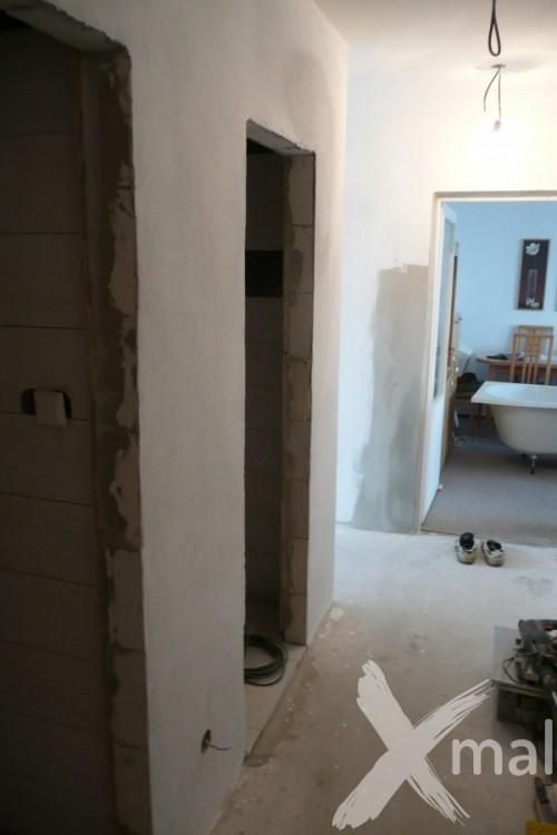 Chodba v průběhu rekonstrukce bytu