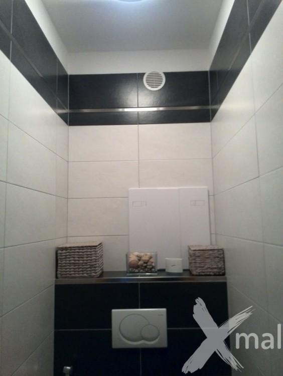 Rekonstrukce záchodu panelového domu