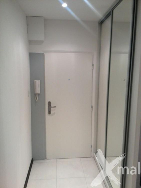 Vchodové dveře zrekonstruovaného bytu