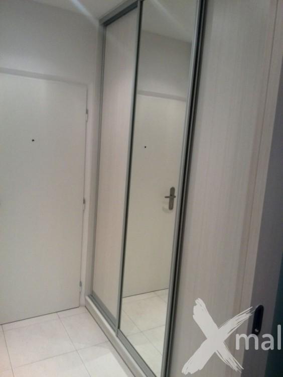 Šatní skříň v bytě po rekonstrukci