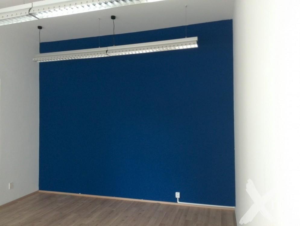 Modrá stěna v kanceláři - inspirace