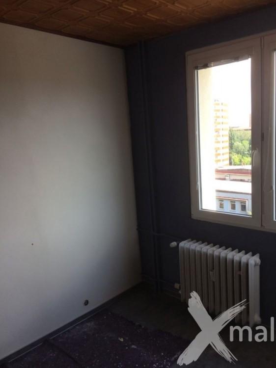 Vymalovaný pokoj před lepením tapety