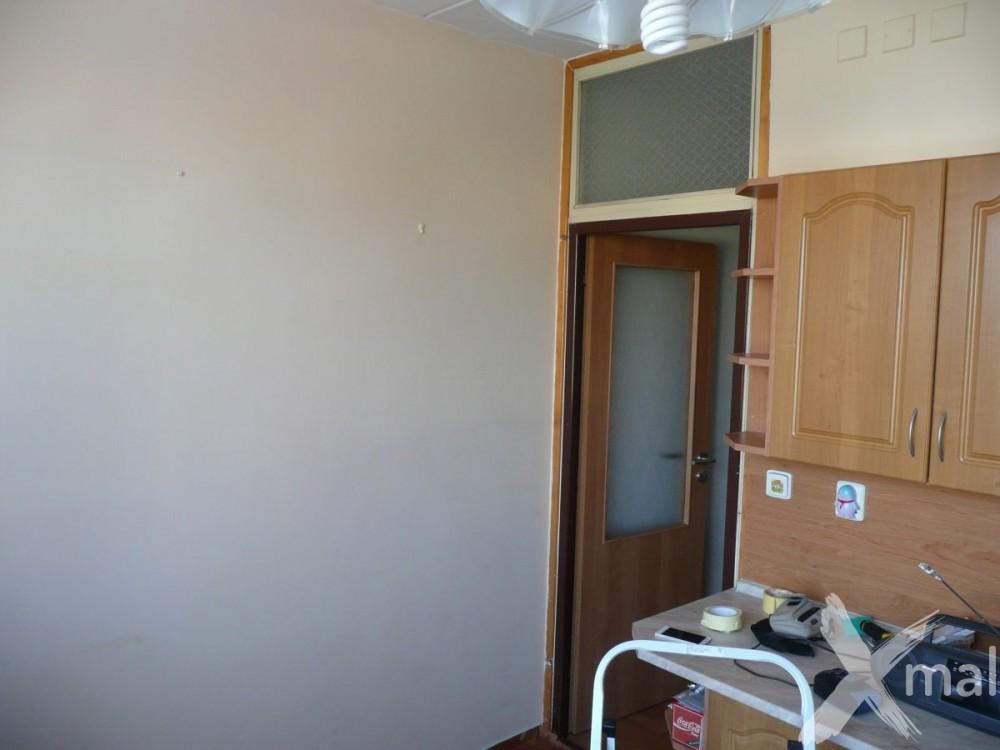 nová malba v kuchyni panelového bytu