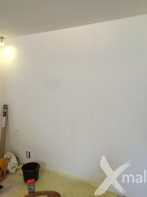 Zeď před lepením fototapety