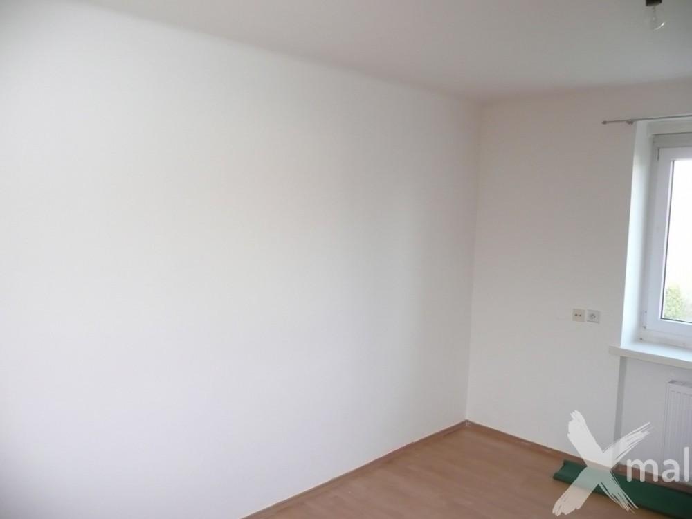 Nová malba na zdech v pokoji