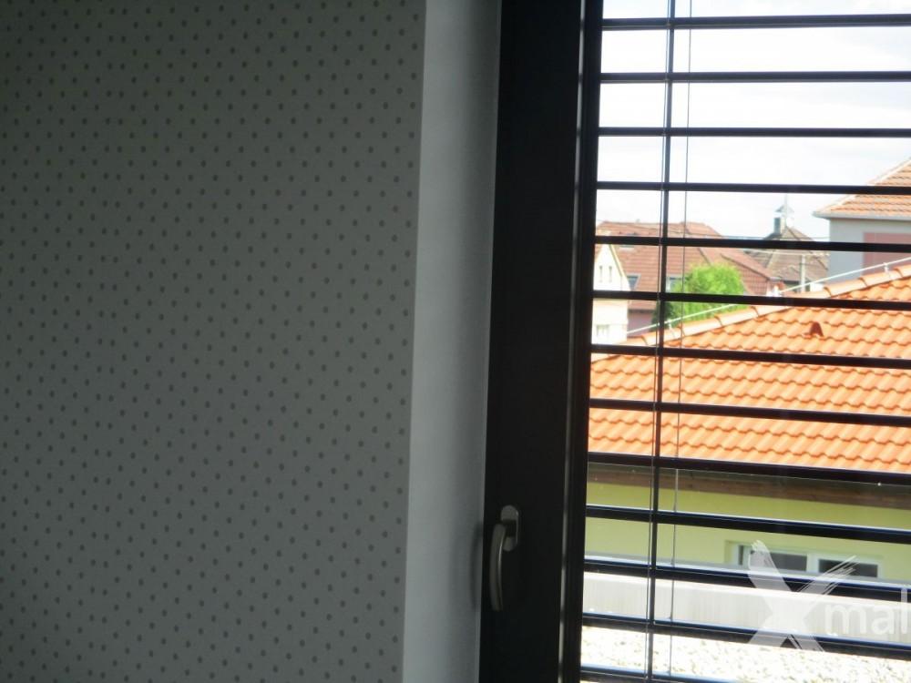 lepení tapety kolem oken