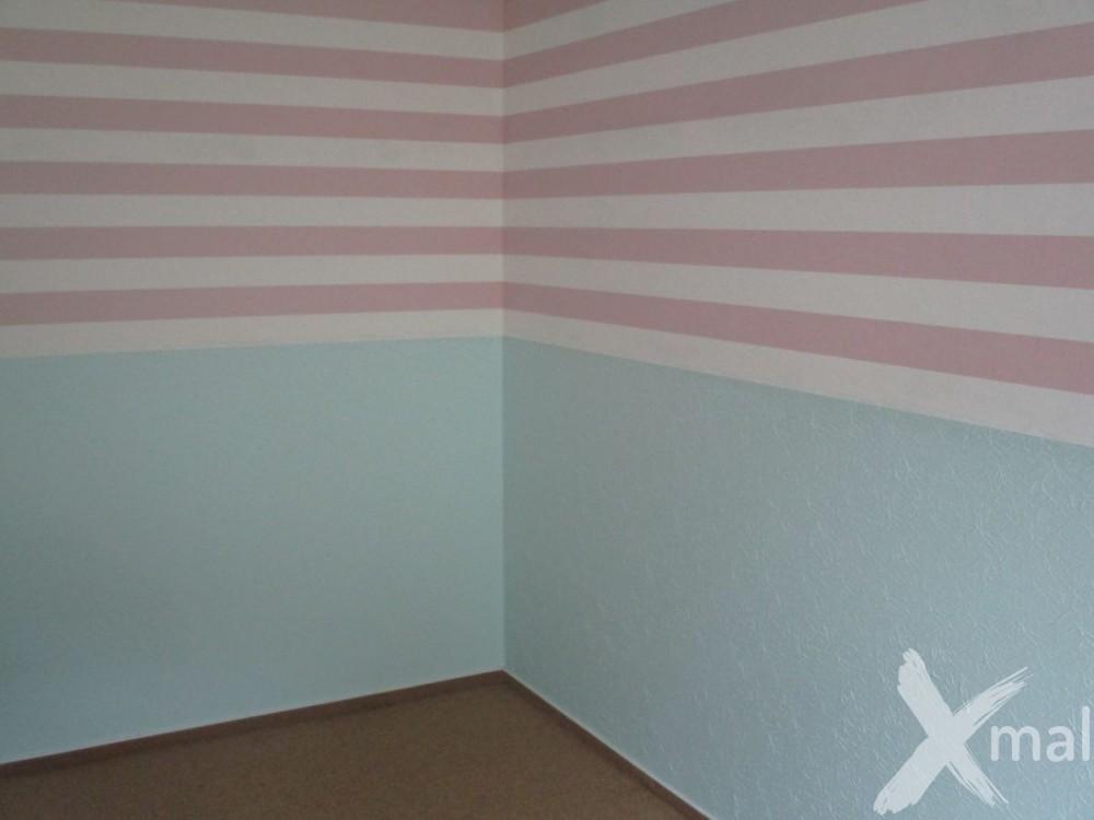 tapeta v kombinaci s latexovou malbou na zdi