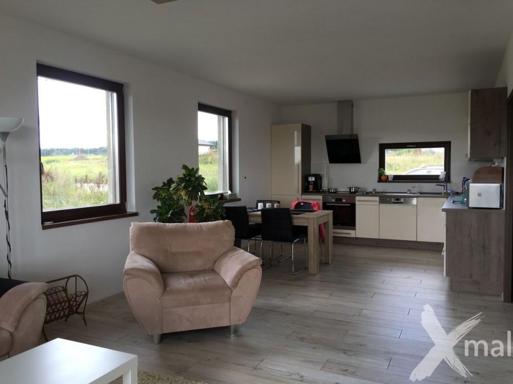 Inspirace malování obývacího pokoje s kuchyní v RD