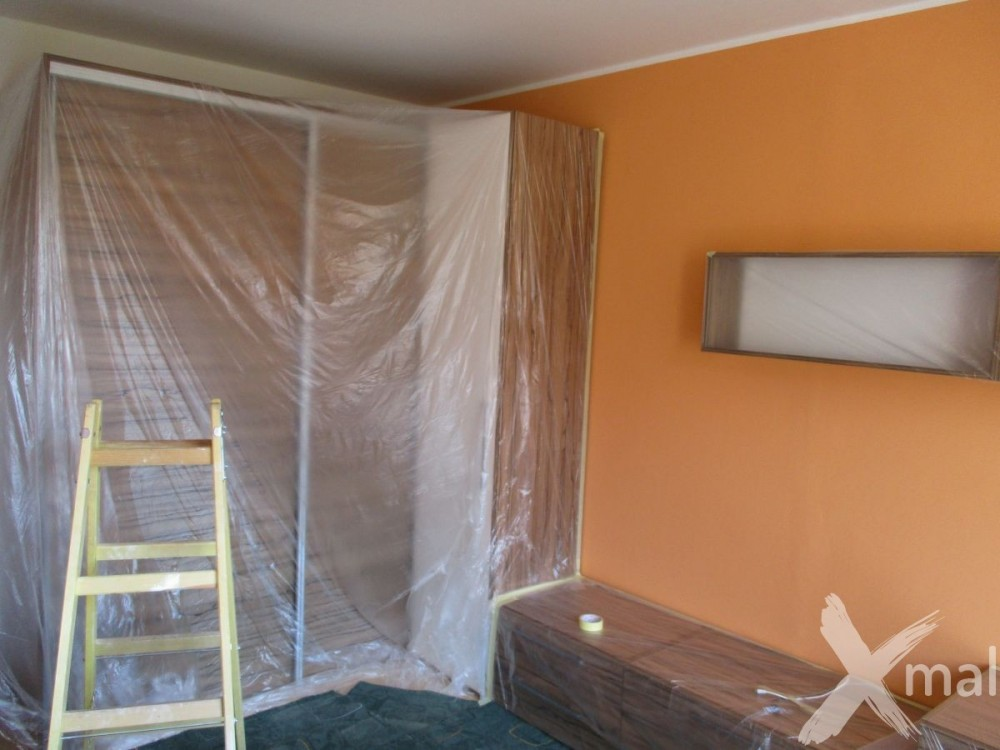 Příprava obývacího pokoje na malování