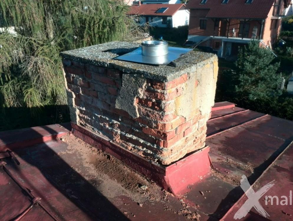 Hlavní komín bytového domu před rekonstrukcí