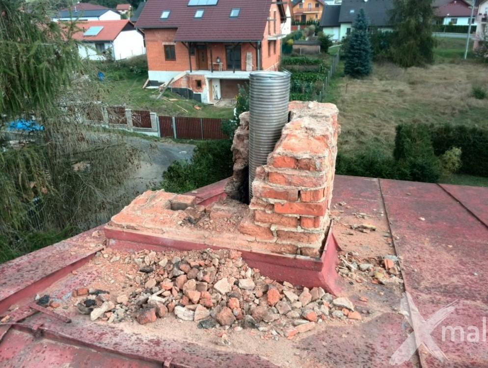 Průběh bouracích prací komínů č2