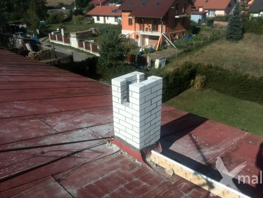 Průběh rekonstrukce komínů bytového domu č5