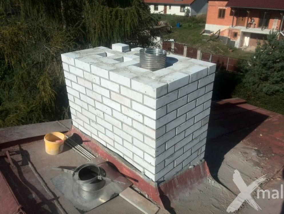 Průběh rekonstrukce komínů bytového domu č6