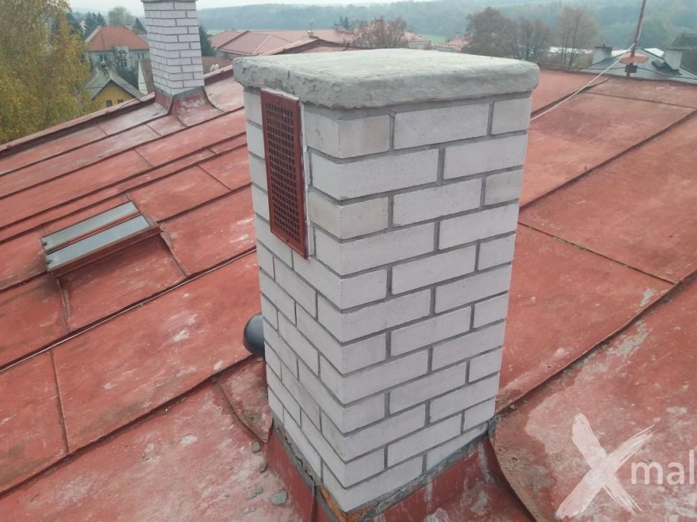 Nové komíny bytového domu po rekonstrukci č2