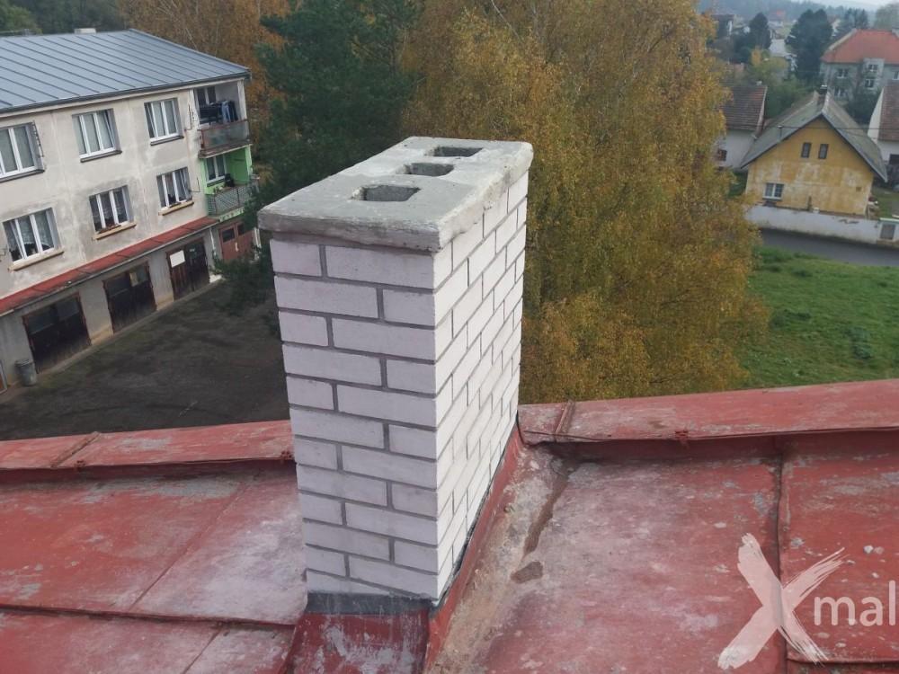 Nové komíny bytového domu po rekonstrukci č4