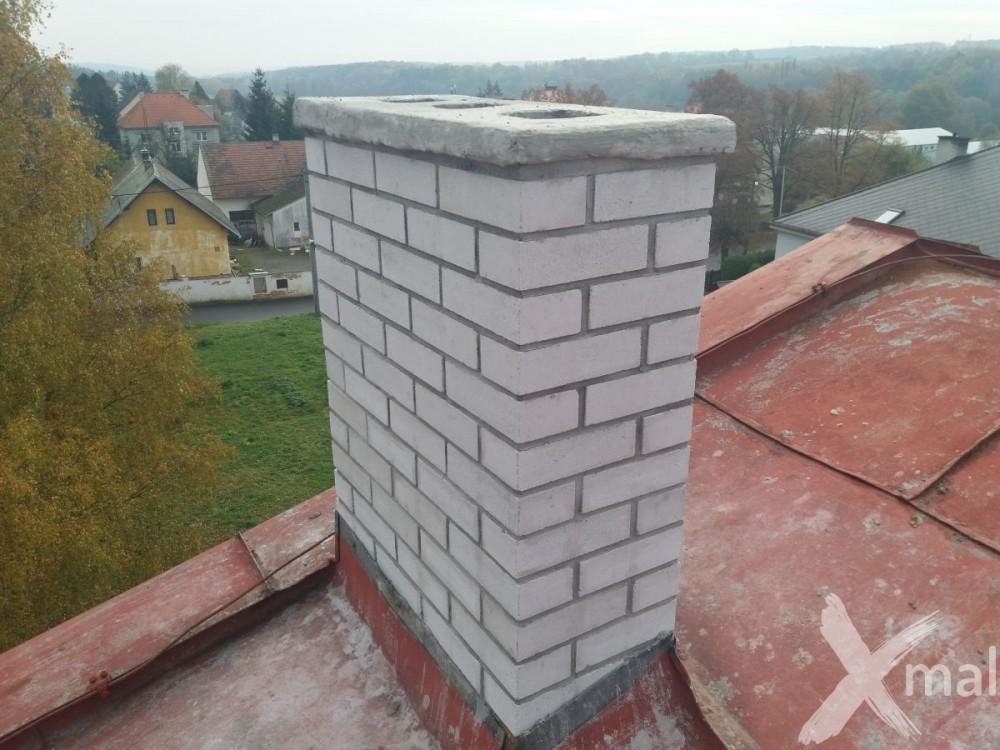 Nové komíny bytového domu po rekonstrukci č5