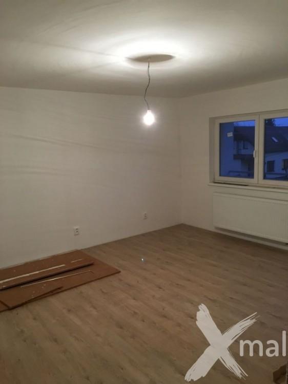 Malování pokojů v rodinném domě