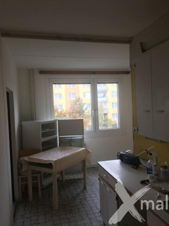 Malování kuchyně v panelovém bytě