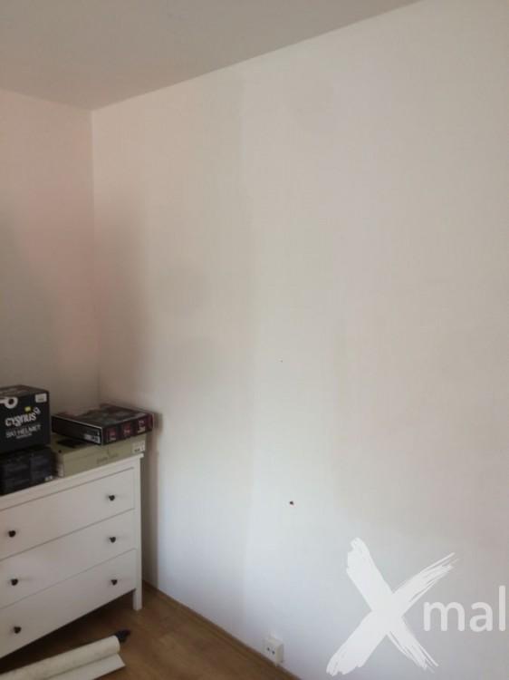 Stěny v ložnici před tapetováním