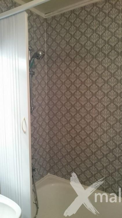Samolepicí tapeta v koupelně