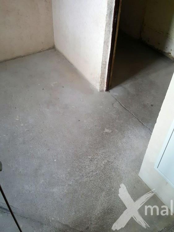 Prostor pod schodištěm před rekonstrukcí 3