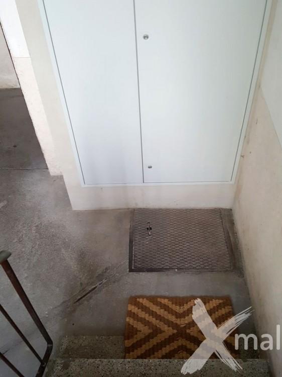 Prostor pod schodištěm před rekonstrukcí 4