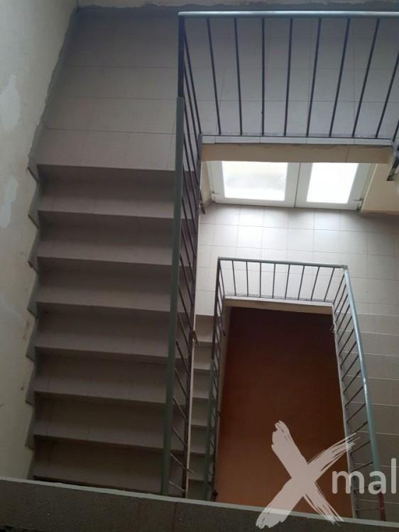 Obložené schodiště před malováním
