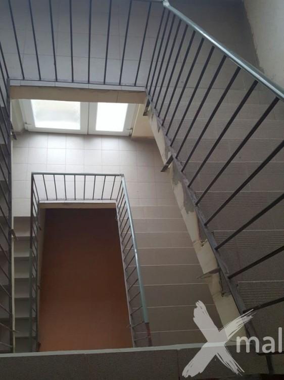 Obložené schodiště před malováním 2