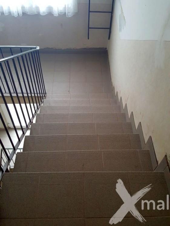 Nová dlažba na schodech
