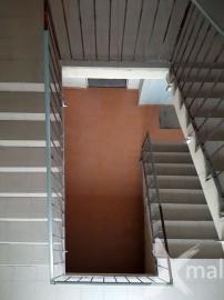 Nová dlažba na schodišti bytového domu