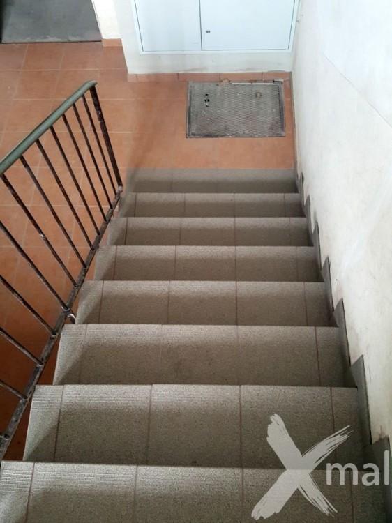 Obložené schody bytového domu