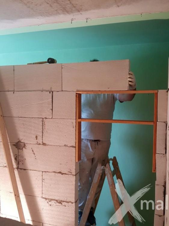 Zdění obvodových zdí koupelny