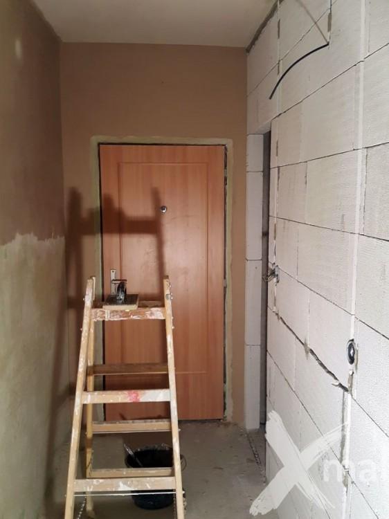 Štukování během rekonstrukce bytu