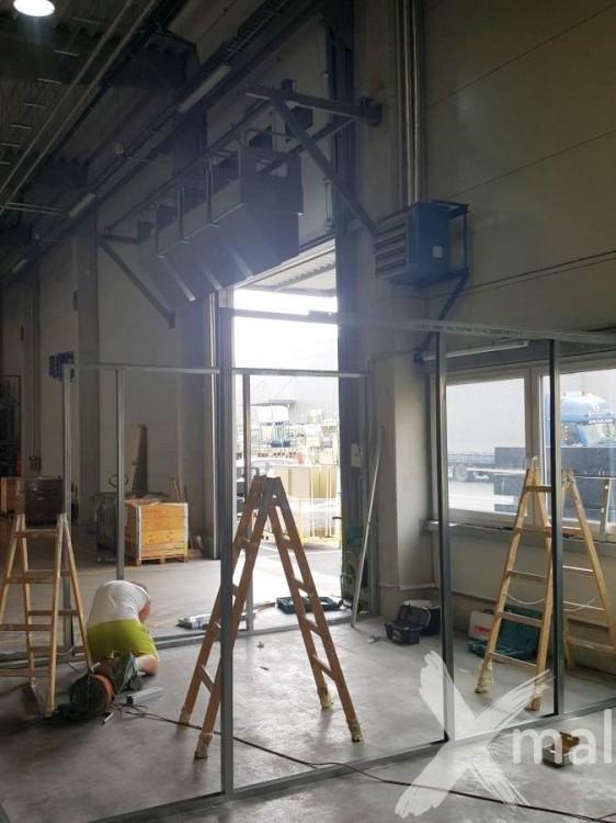 Konstrukce nové kanceláře ze sádrokartonu