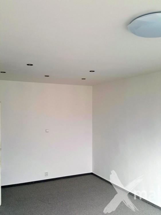 Obývací pokoj v bytě po rekonstrukci