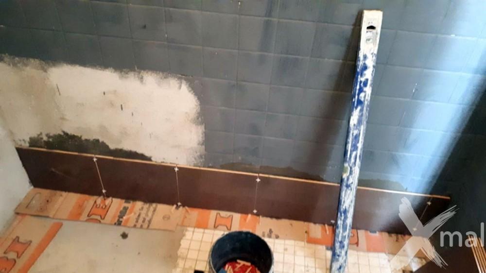Lepení obkladů v koupelně