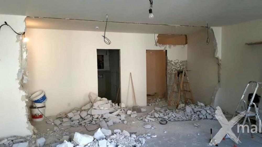 Bourací práce během rekonstrukce bytu