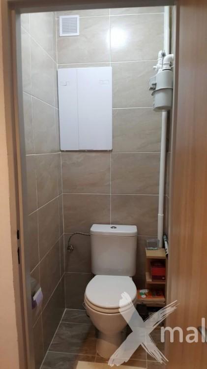 Rekonstrukce záchodu v panelovém bytu