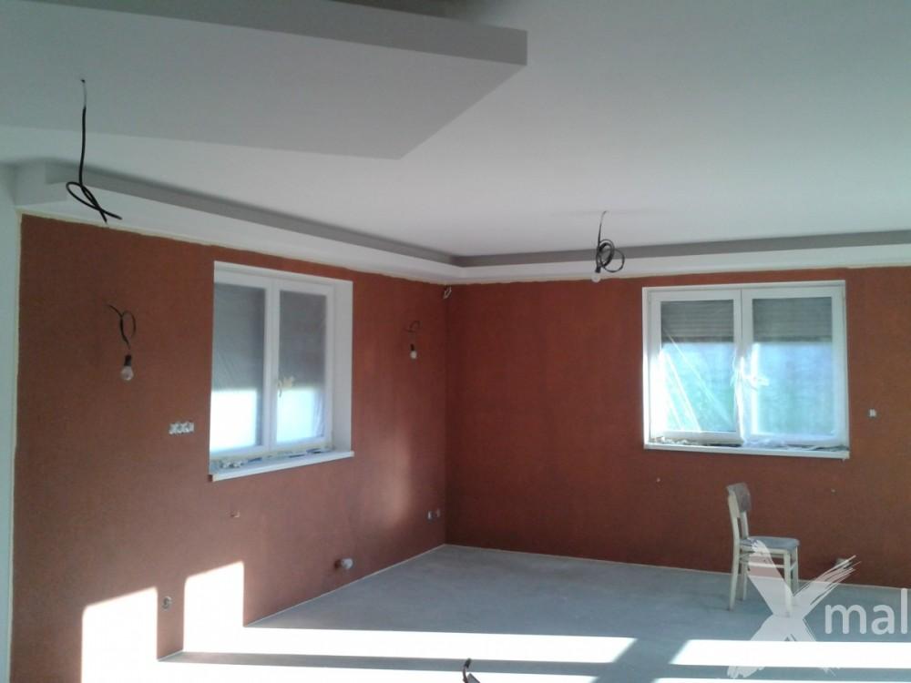 Malování stěn obývacího pokoje hnědou barvou