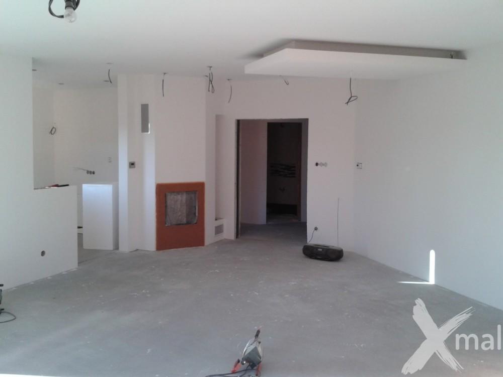 Malování obývacího pokoje - hnědé detaily