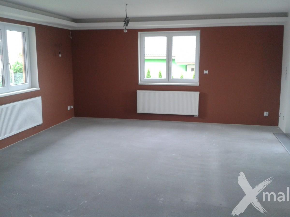 Malování obývacího pokoje rodinného domu v Plzni  Xmal Plzeň